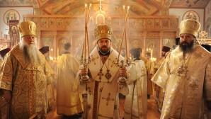 (Russian) Митрополит Иларион возглавил Божественную литургию в кафедральном соборе Русской Зарубежной Церкви в Чикаго