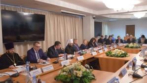 """En la Duma Estatal se llevó a cabo una mesa redonda sobre """"El legado de la Santa Rusia y los desafíos del mundo contemporáneo"""""""