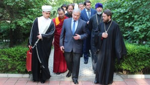 Mesa redonda de representantes de religiones tradicionales de Rusia y China  tuvo lugar en Beijing