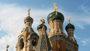 En los templos ortodoxos de Francia conmemoran a las víctimas de una serie de ataques terroristas en París