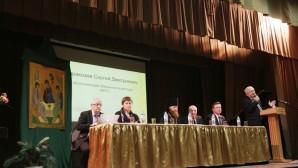 Un représentant du DREE a parlé de la coopération interreligieuse en Russie au forum de la Trinité