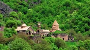 Nella lettera a Sua Santità il Patriarca Kirill il Primate della Chiesa Apostolica Armena ha messo in rilievo con gratitudine l'assistenza delle forze di pace russe nel garantire la sicurezza dei luoghi di culto nella zona del conflitto del Karabakh.
