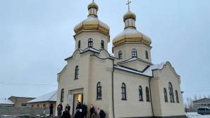 Верующие Украинской Православной Церкви за 7 месяцев построили храм вместо захваченного в селе Раков Лес